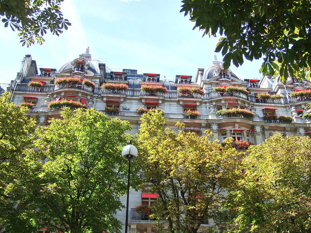 Hôtel Plaza Athénée By Martin Greslou