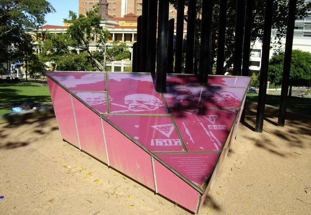 Pink Triangle Sydney von Koala:Bear
