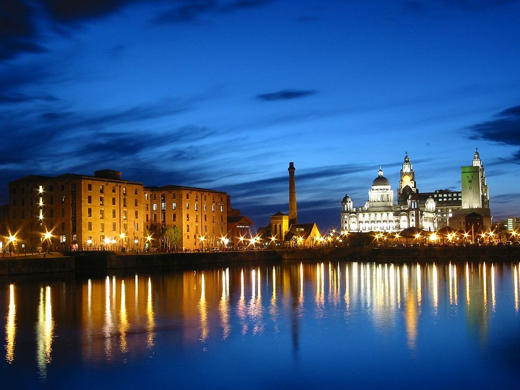 Albert Dock at night Liverpool By Arthurv (English Wikipedia)